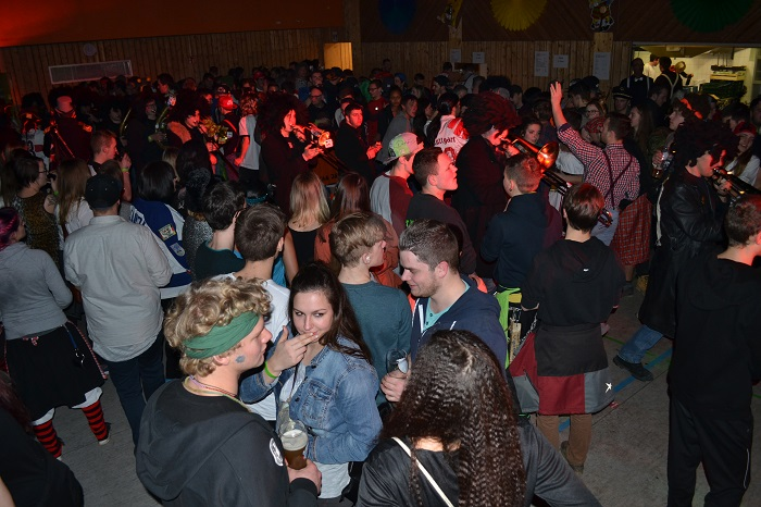 Super Stimmung bei Sportler Party Nacht