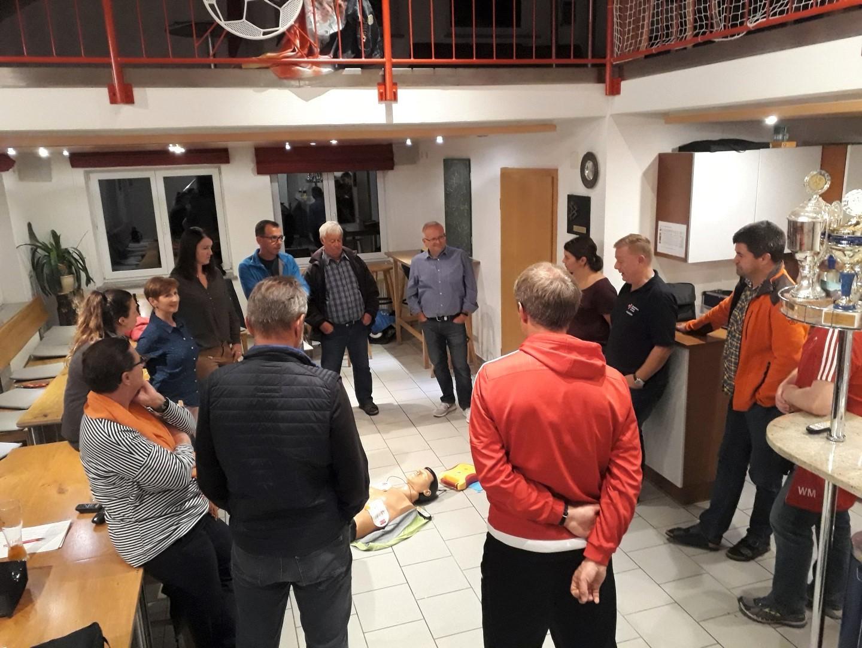 Defibrillator-Schulung beim SV Arnach
